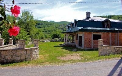 7234 Houses with land, Humci, Cetinje