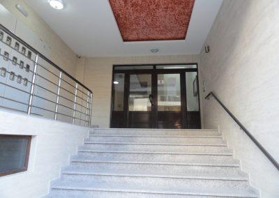 Budva - Ulaz u zgradu