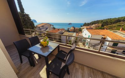 7357 Apartment with three bedrooms and sea view in Petrovac