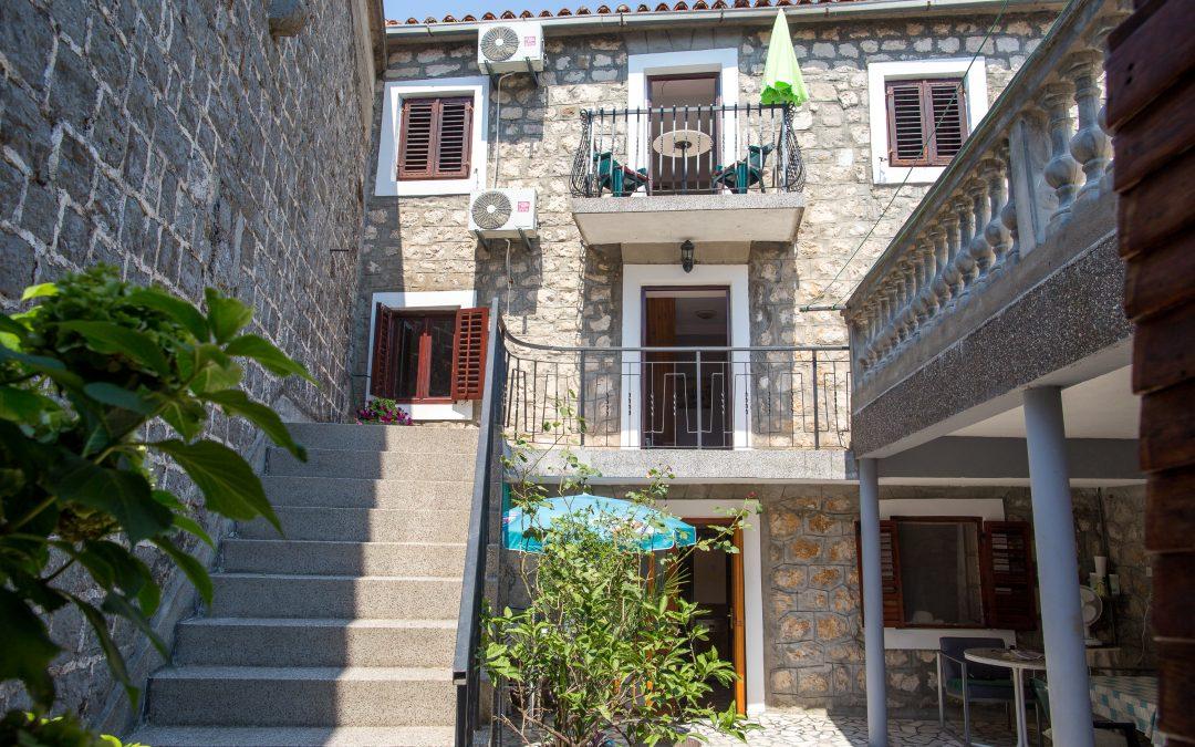 7424 Old stone house, Bečići