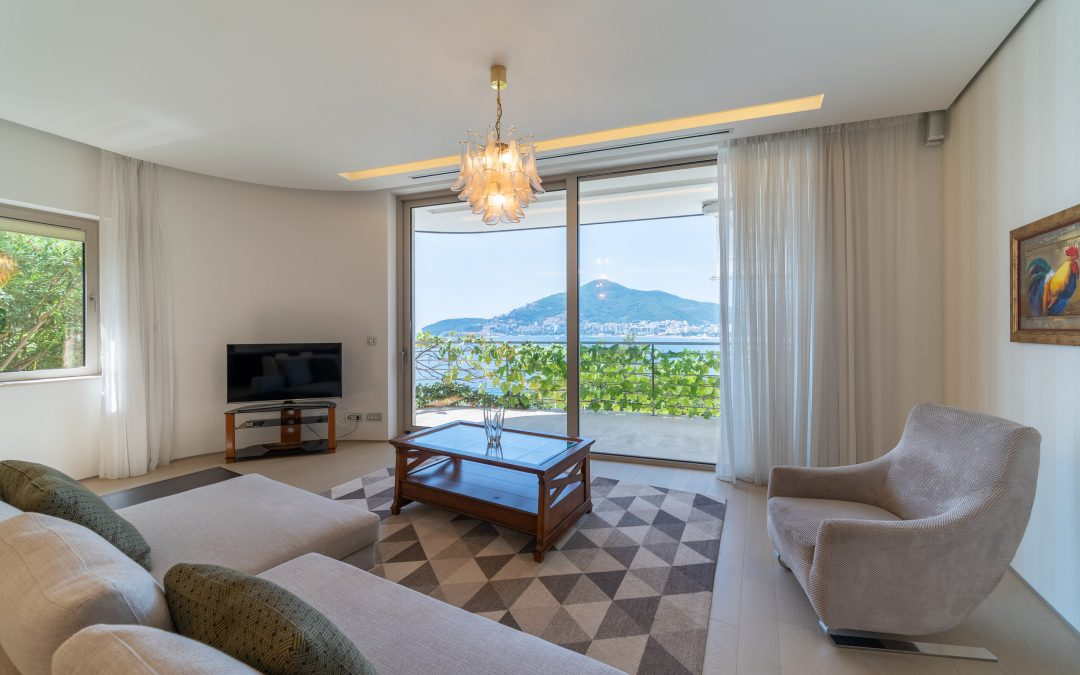 7429 Special offer of luxury apartment on first line to the sea