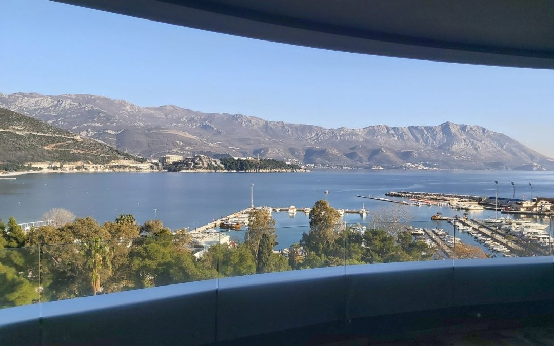 7444- Luxury three bedrooms apartment on exclusive location in centre of Budva